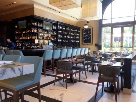 Angelinas-Pizzeria-Restaurant-interior-breakfast-lunch-seating