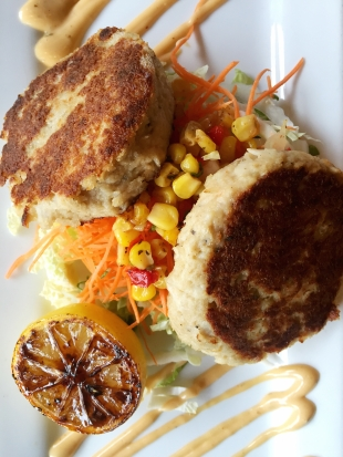 crab-cakes-market-broiler-seafood-oc-orange-county-outlets-of-orange