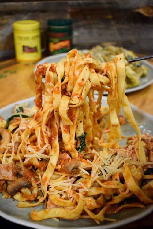 Union-Market-Tustin-Orange-County-SoCal-Food-Hall-Irvine-OCfoodfiend-OC-Food-Fiend-Blogger-Where-To-Go-Holidays-Places-Milkbox-Date-Night-Dinner-Plans-Market-2-Plate-Salads-Pasta
